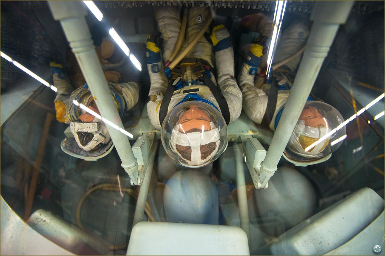 130 Russell Military Museum Nasa Landing Capsule Model Astronauts