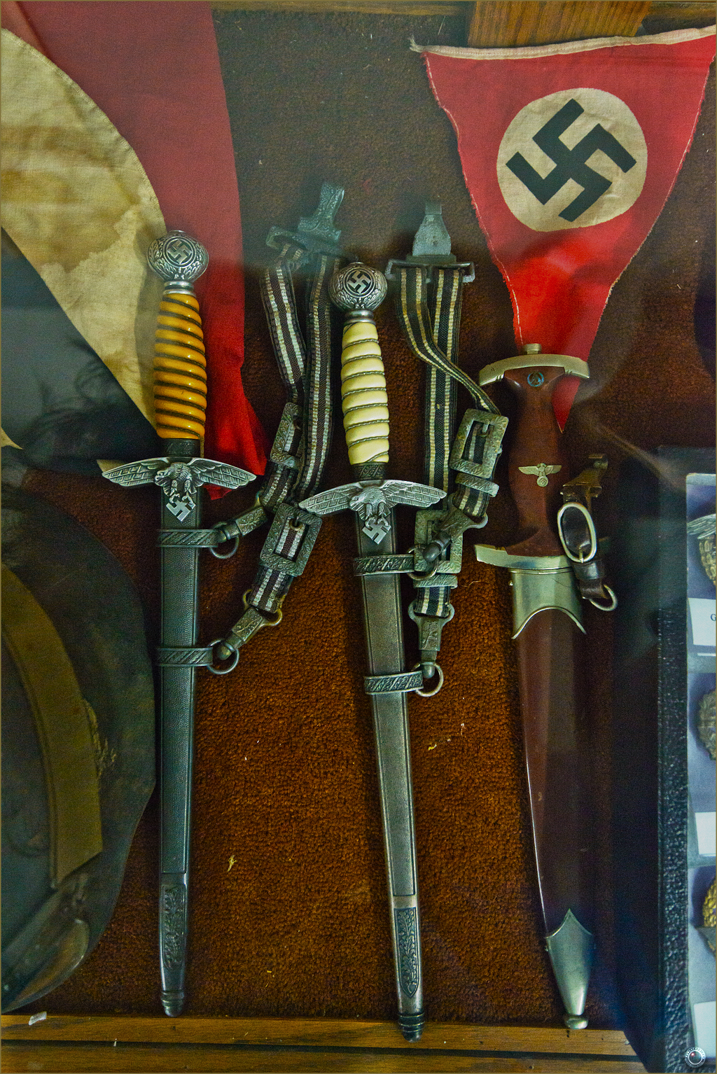 53 Russell Military Museum WW II German War Smallswords