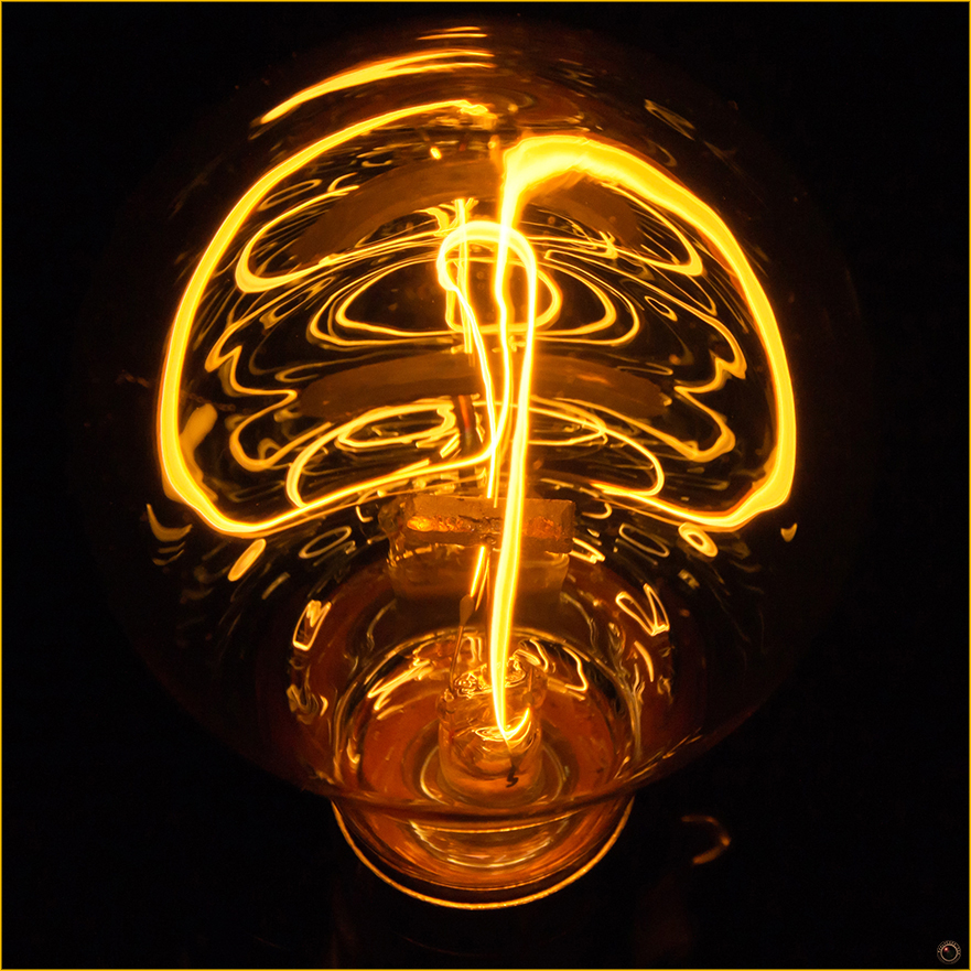 edison-bulb-merly-cuza-copyright-2016-1