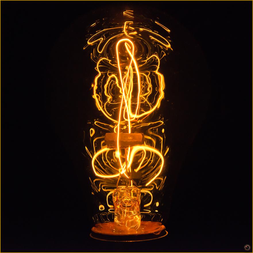 edison-bulb-merly-cuza-copyright-2016-3