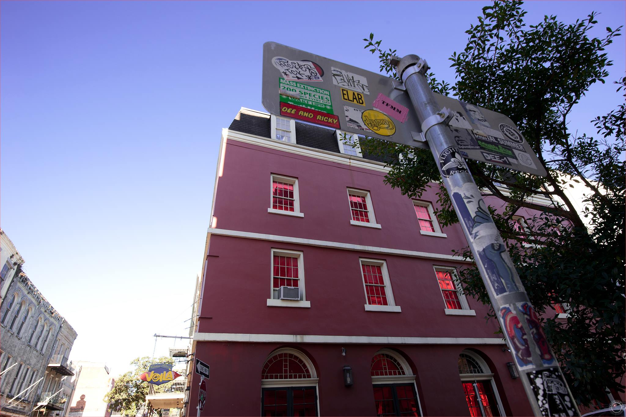 pink-building-in-new-orleans-merly-cuza-copyright-2016